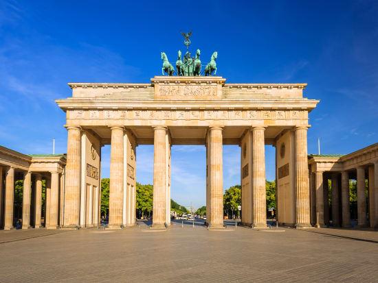Germany_Berlin_Brandenburg-Gate_shutterstock_661903903