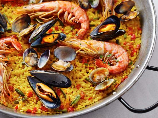 Spain_Paella_shutterstock_212193184