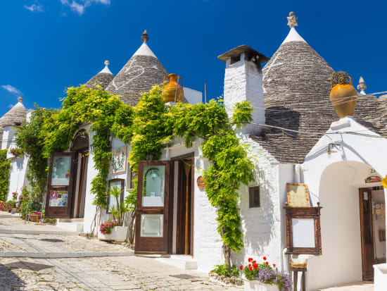 Italy_Alberobello_123RF_76300388_ML