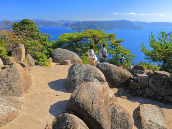 Hiroshima_Miyajima_Misen(弥山獅子岩)_pixta_71811045_M