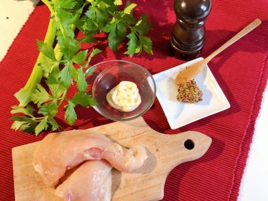 鶏とセロリ材料