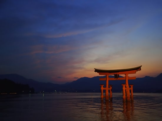 Japan_Hiroshima_厳島神社(夕焼け)_pixta_14244101_M