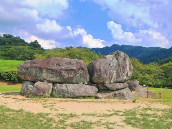Japan_Nara_Ishibutai-kofun_PIXTA_33505410