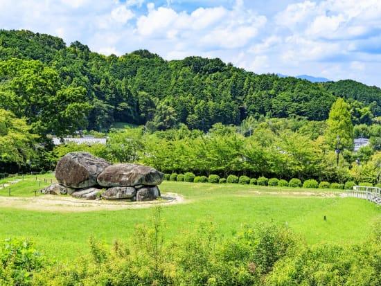 Japan_Nara_Ishibutai-kofun_PIXTA_57128956