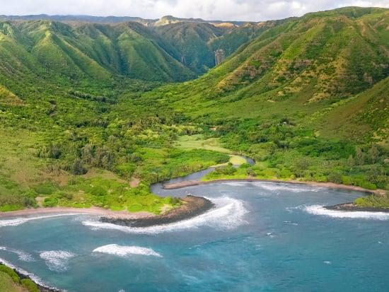 HalawayBay_Aerial_Molokai_Hawaii_shutterstock_1296960391