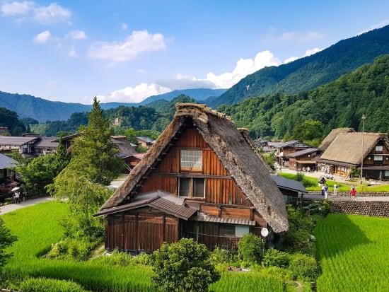 Japan_Gifu_Shirakawa-go_Summer_shutterstock_699501400