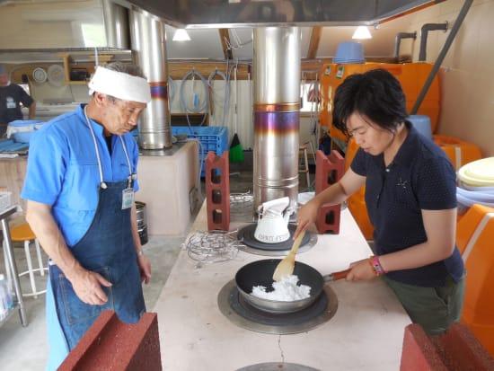 塩作り体験 (1)