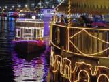 出発前は、乗り場にきれいなダウ船がいっぱい☆