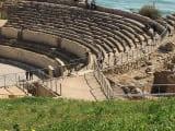 地中海を見下ろす円形競技場