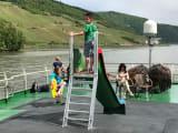 船上には子どもが遊べるスペースも