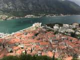 山の上から見たコトルの旧市街