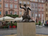 ワルシャワの人魚像。何故剣を持っているかもお聞きできました。
