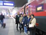 ウィーン中央駅これから乗るRJの前で