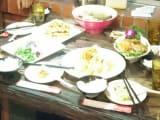小籠包、スープ、チキン、野菜炒め、焼き魚、メンマの炒め物、ご飯。