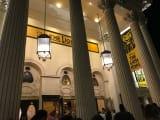 劇場正面・・・オペラハウスかと。ロンドンの歴史を感じました。