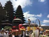 待望のブサキ寺院にも行けました!     しかもお祭りで!!    最高!!!