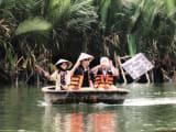小舟漕ぎ体験中