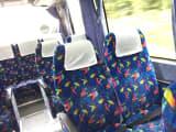 座席がゆったりしたバス車内