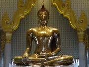 ワットトライミットの黄金仏像