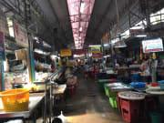 市場の近所で、ローカルな市場