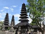 タマン・アユン寺院。塀越しでも十分鑑賞できました。