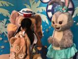 香港ディズニーランドでのグリーティグ。Wi-Fiルーターレンタルのお陰で一人が並んで、ラインで召集かけることができました!