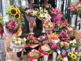 街のお花屋さん。このブーケが千円ほど。買って帰りたかった!