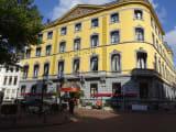 インドネシアは長らく植民地であったため、関連のホテルがある。このあたりは大使館が多い。