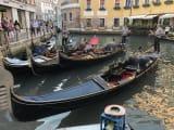 船着き場のゴンドラ 私達の舟にだけ歌い手が乗りました