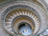 有名な螺旋階段も案内してもらえます。