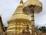 きれいな寺院でした。