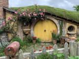 サムの家。バラがきれいなのはさすが庭師