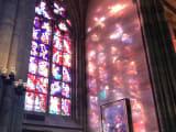陽の光が計算されたステンドガラス