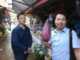 バナナの花です!左がシェフ。右が日本語スタッフさん
