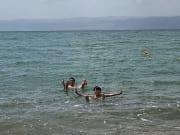 お決まりの死海の浮遊写真