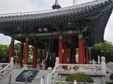釜山タワーの前の巨大な鐘