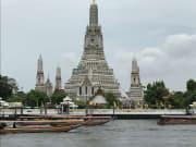 昼食会場から見た「暁の寺」はとても綺麗でした