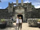 サンペドロ要塞の入り口で撮って頂きました。