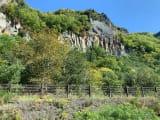 層雲峡への道は、道路の両サイドで、奇岩がみえます。