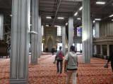 ブルーモスク内部、柱は工事中のためダミー。
