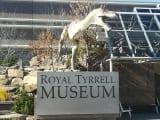 博物館の入口で記念撮影。