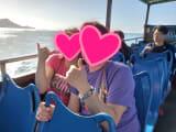 バスが陸から海へ…!ダイヤモンドヘッドを背景に撮影してもらいました!