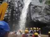 ラフティング途中の滝