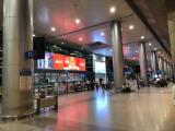 到着時の空港。22時すぎくらいの様子。