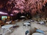 ガンガラーの谷入口にある鍾乳洞カフェ