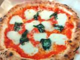 水牛モッツァレラチーズのマルゲリータ。トースターで3分焼くだけで簡単!